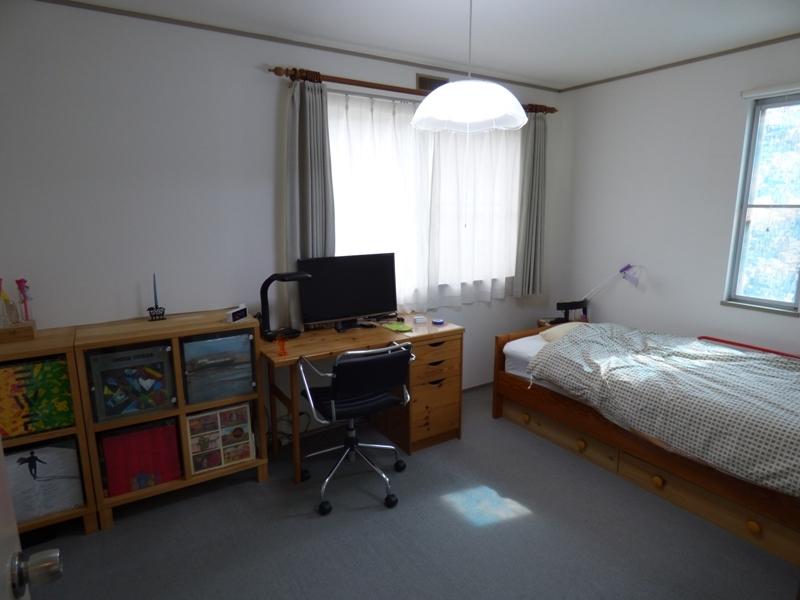 2階洋室。キレイにお住まいです