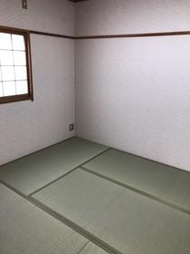 落ち着いた色合いの和室