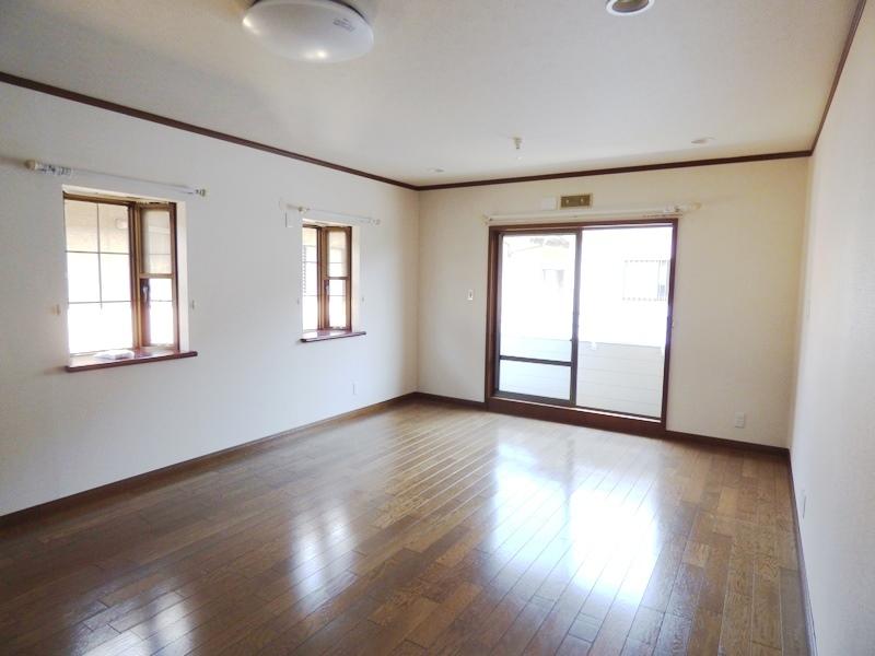 ◎洋室(6/17更新) 2階の12帖の洋室。南向きで日当たり良好です◎