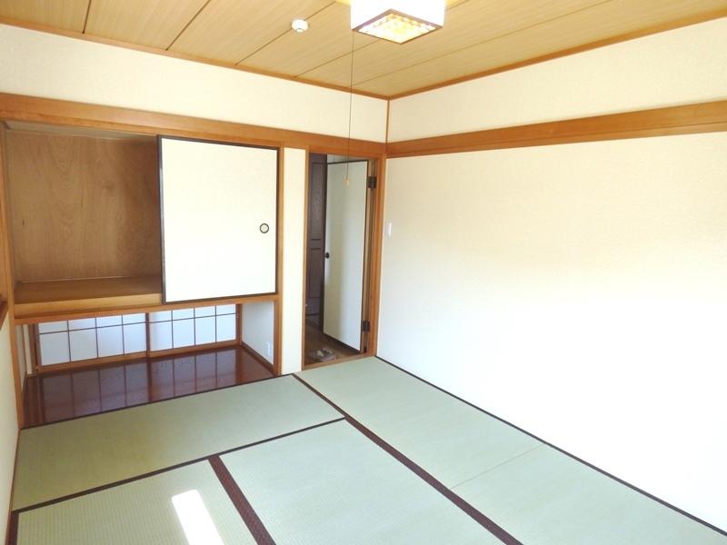 ◎2階・和室(6/17更新) 2階にも1部屋和室がございます。畳に布団を敷いたら、毎晩ぐっすり眠れそうです。