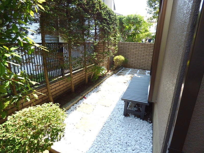 ◎庭(6/17更新) 和室の窓を開けると、縁側になっています。お休みの日はゆっくりリラックスできそうです。