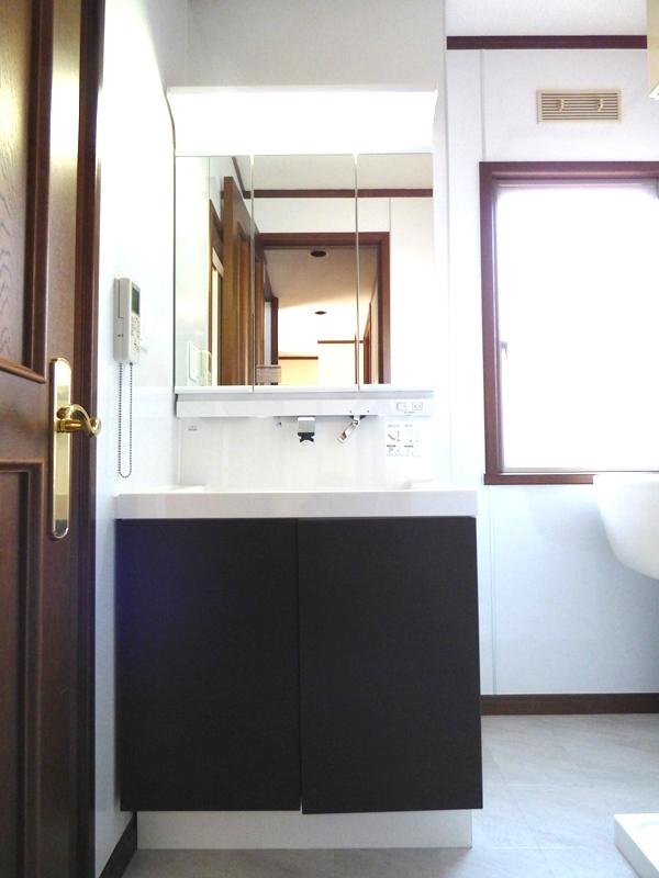 ◎洗面台(6/17更新) 三面鏡は鏡面も広く、収納部分も多いので、使い勝手も良いです!