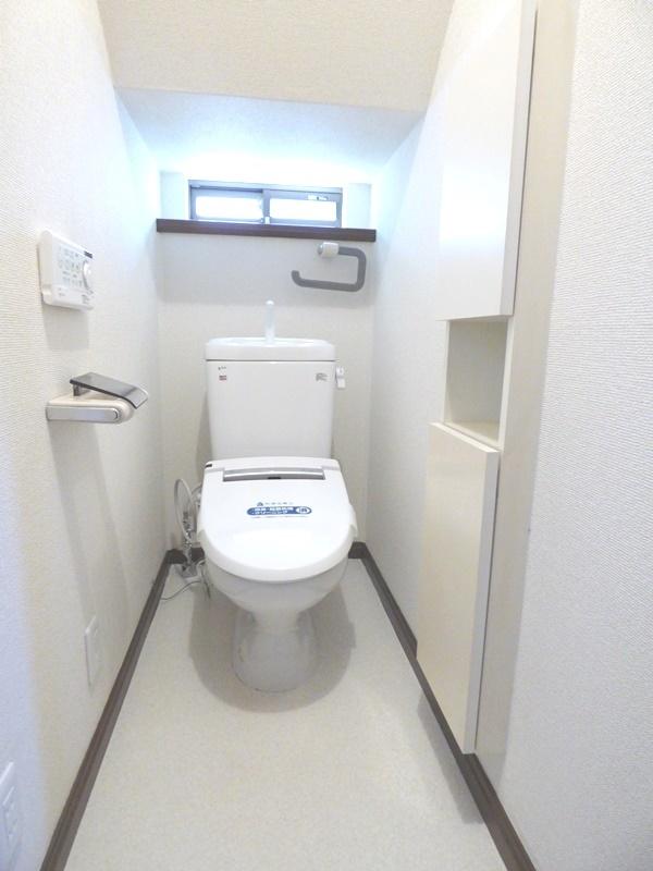 ◎トイレ(6/17更新) トイレは、1・2階ともにウォシュレット付! 1階には便利な埋込収納もあるので、トイレットペーパーなどもすっきり収納!