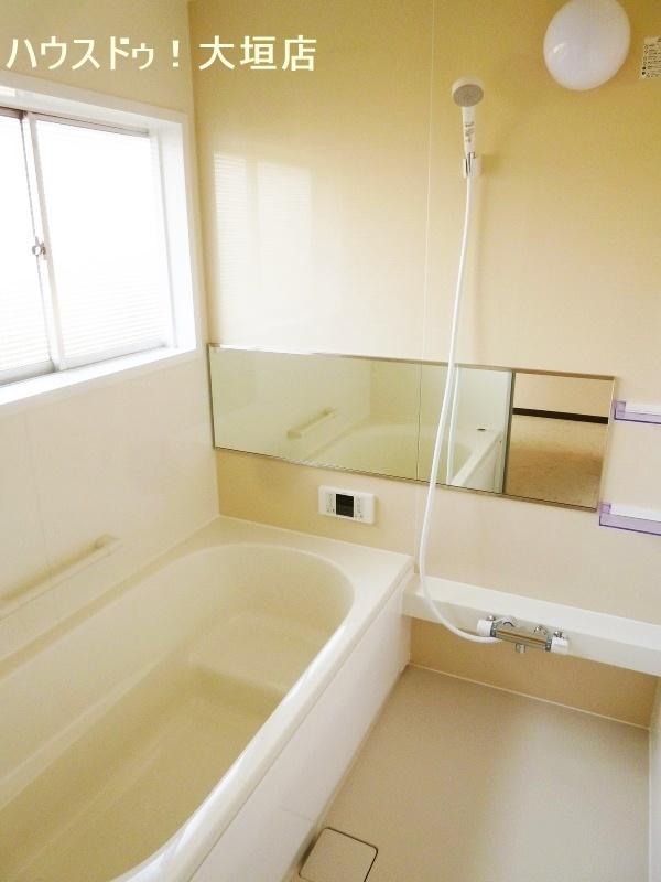 足を伸ばしてゆったりとお使い頂ける浴室です。