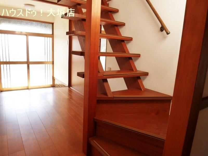 天井、クロス、床を貼り替え、明るい室内です。