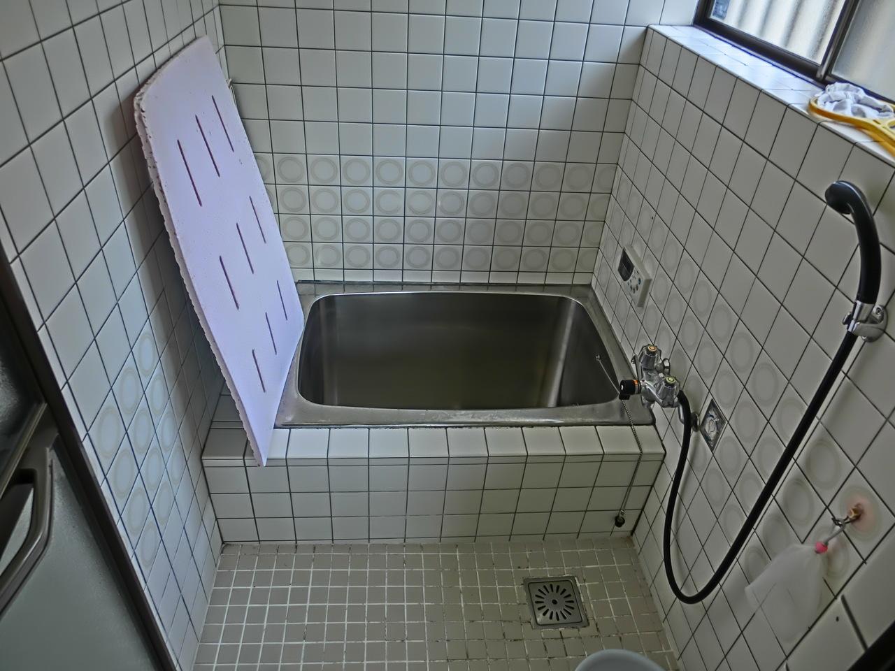 浴室です こちらにも大きめの窓があり、湿気の心配はありません!