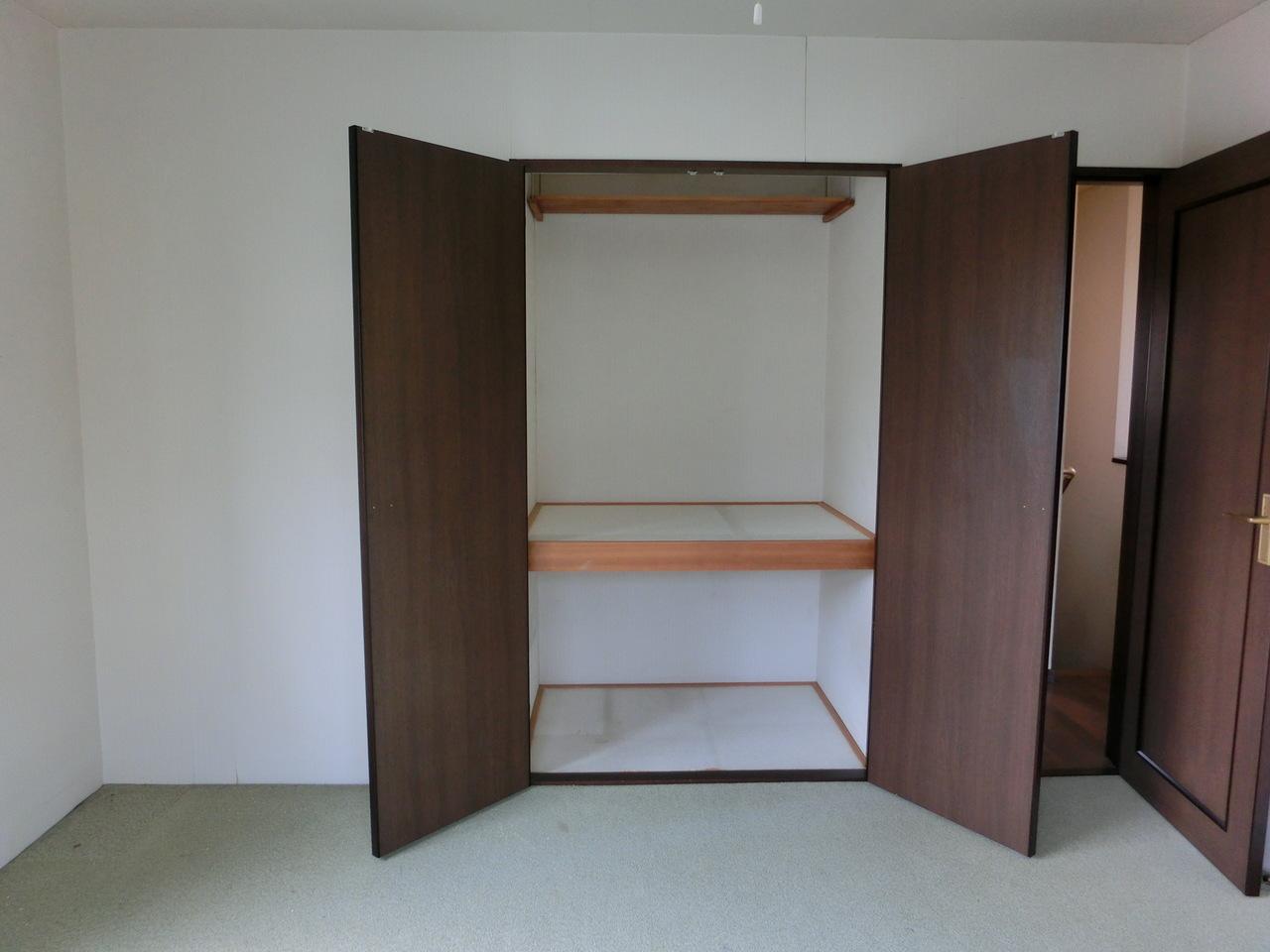 2F 洋室8帖の収納です