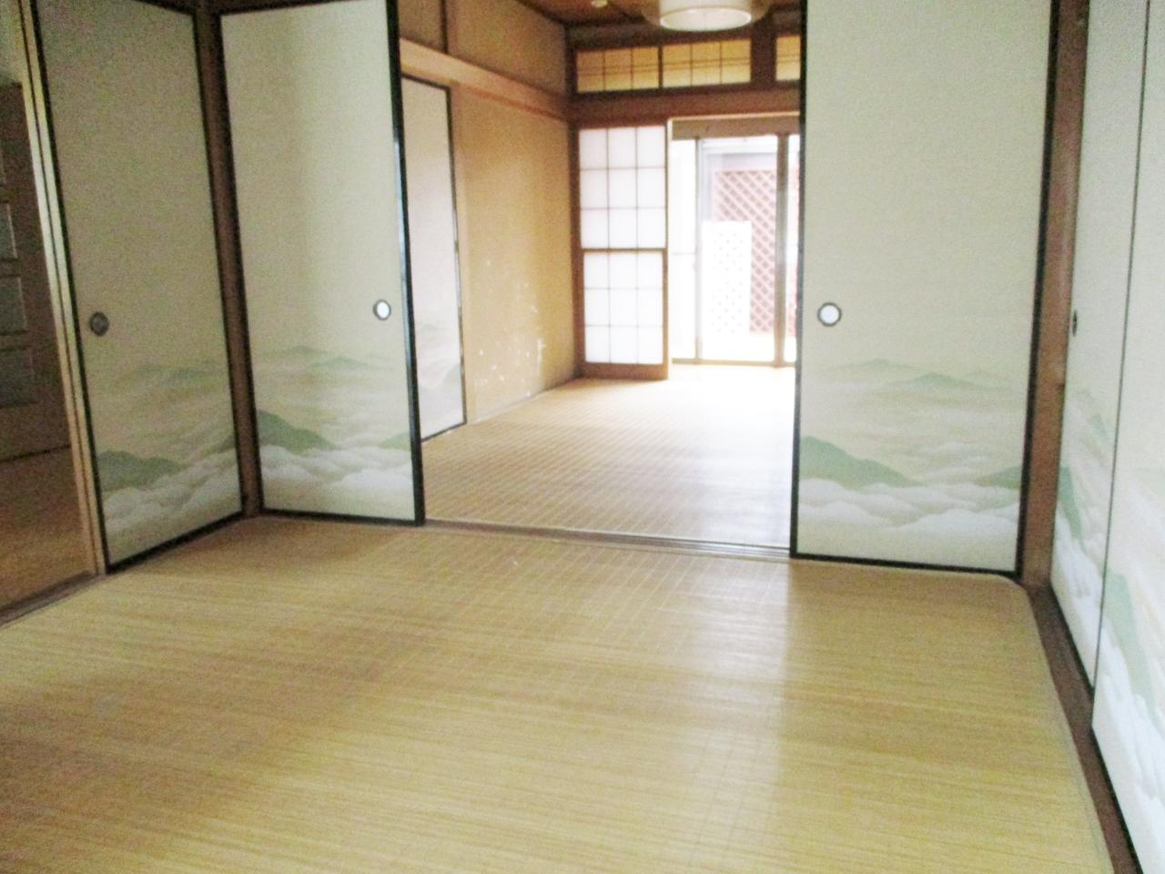 1階は6帖の和室が3部屋あります