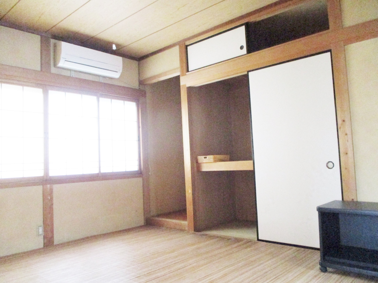 2階は洋室が3部屋と和室が1部屋です