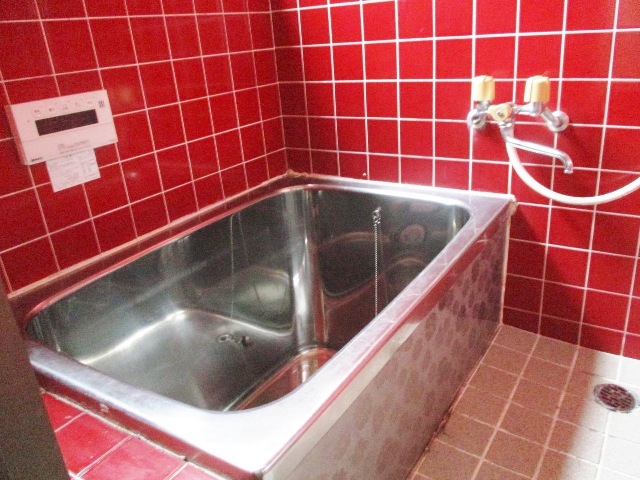 お風呂は追い焚き機能付きです