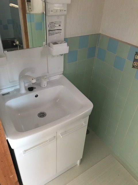 収納スペースのついた洗面台