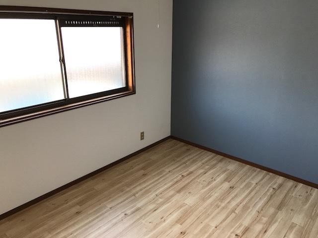 各居室改装済み。 写真は2階洋室です。