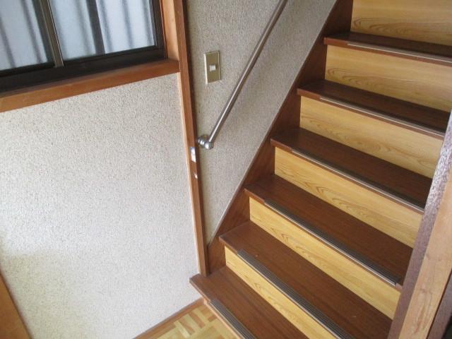 階段は手すりがついているので安全◎