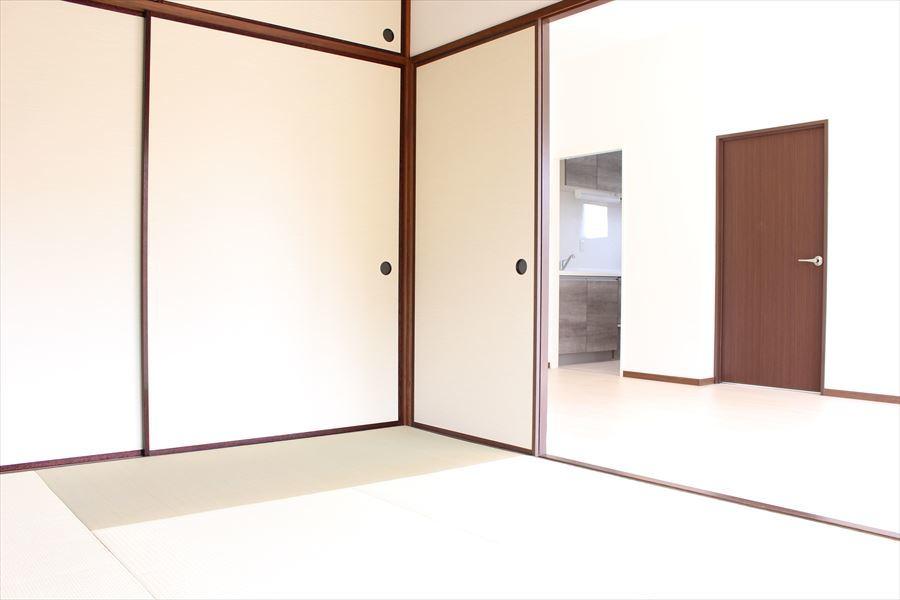 リビングに隣接している和室からの眺めです。洗濯物を畳んだり、お子様がお昼寝していても目が届くので安心です。