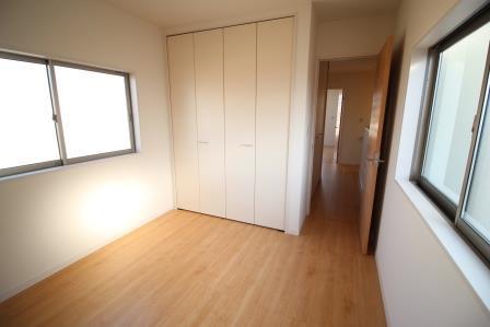 ☆2階居室・全居室収納付き☆