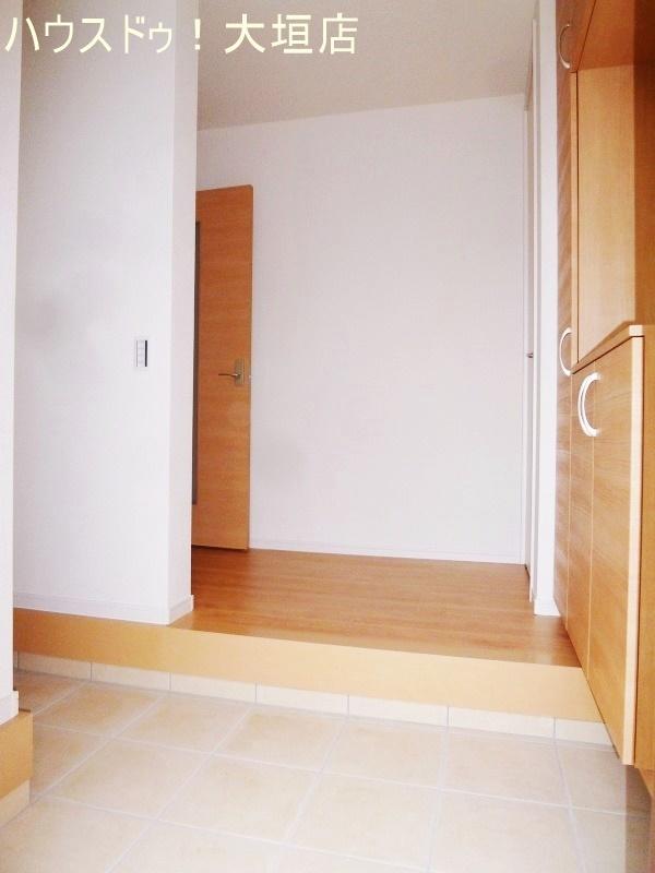 解放感のある玄関まわり。お家の中も見えないので、お客様の玄関対応も気を使いません。