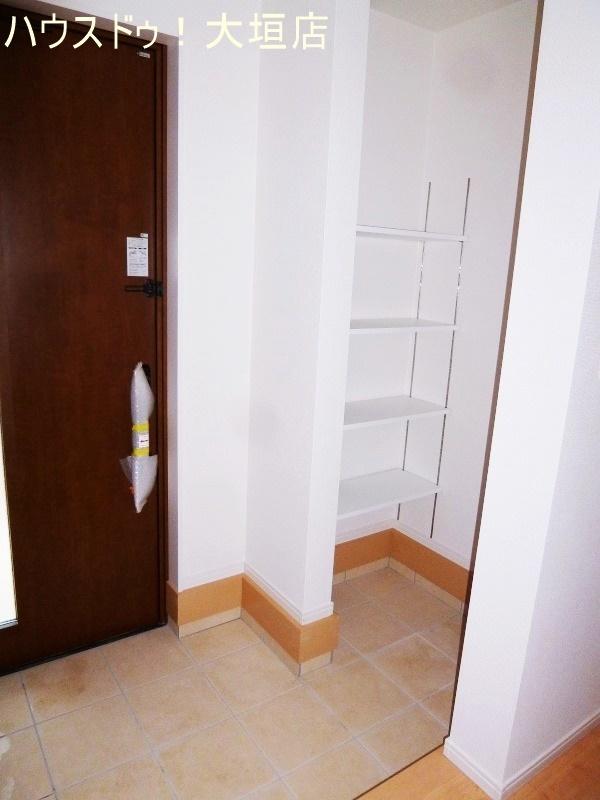 シューズインクローゼットは外で使う物の収納に便利です。