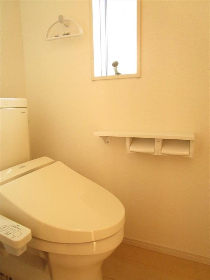 1階トイレです。小窓も付いているので空気の入れ替えもできます◎