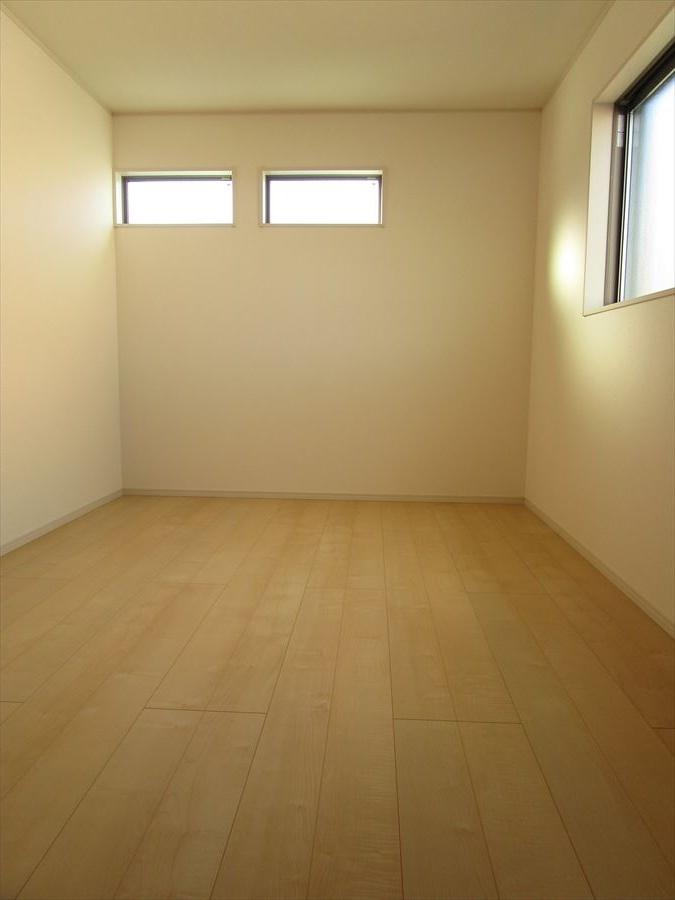 2階6.5帖。寝室や子ども部屋など、用途に合わせてご利用の幅は無限大♪
