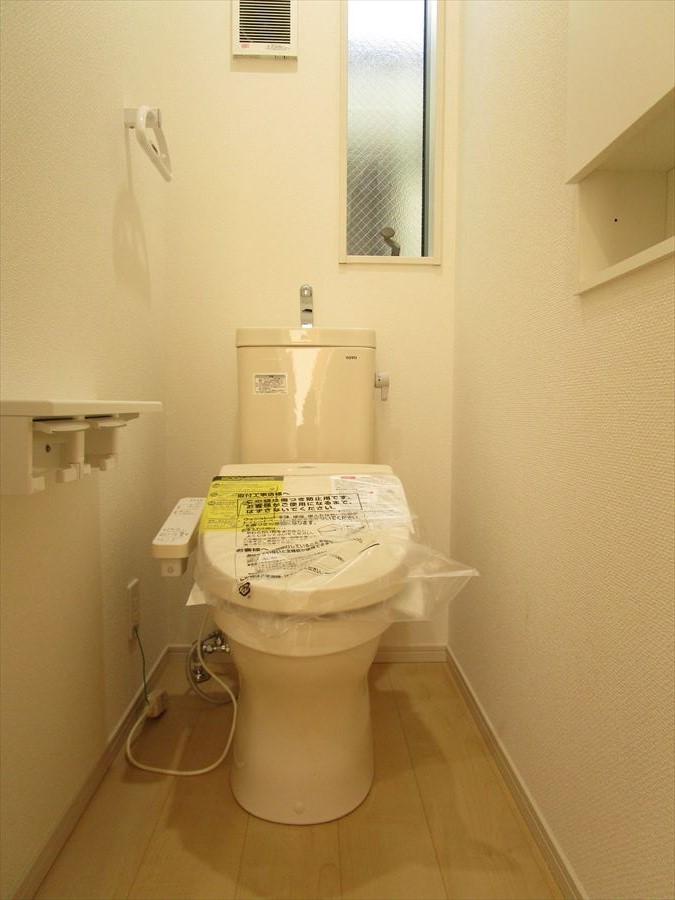 温水洗浄つき。毎日のことだから、ケアができる機能がほしいものです。