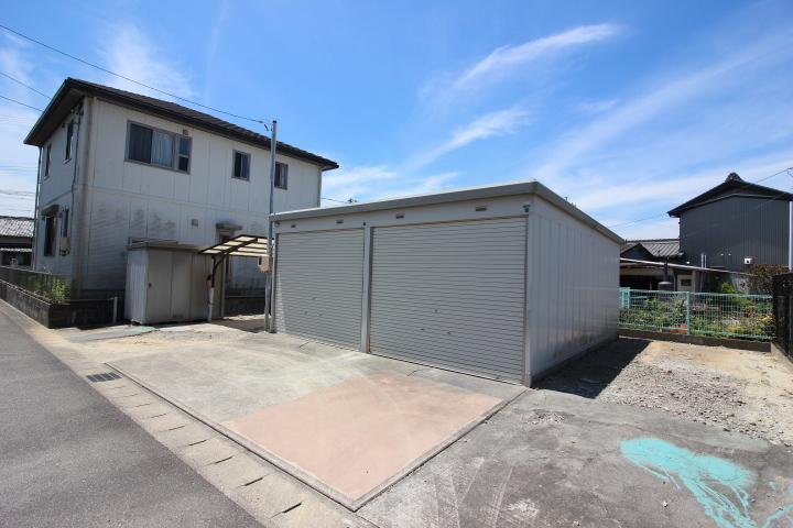 【外観写真】 土地面積 72.16坪 現況 ガレージ倉庫とカーポート1台分あり