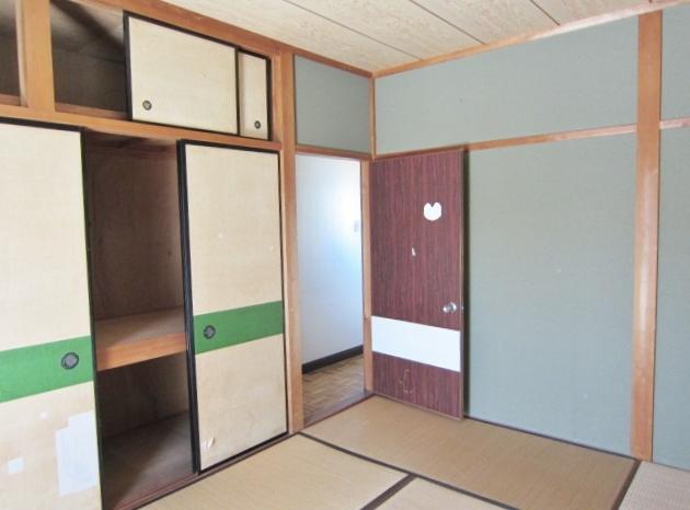 2F和室。収納力たっぷりの押入があります。