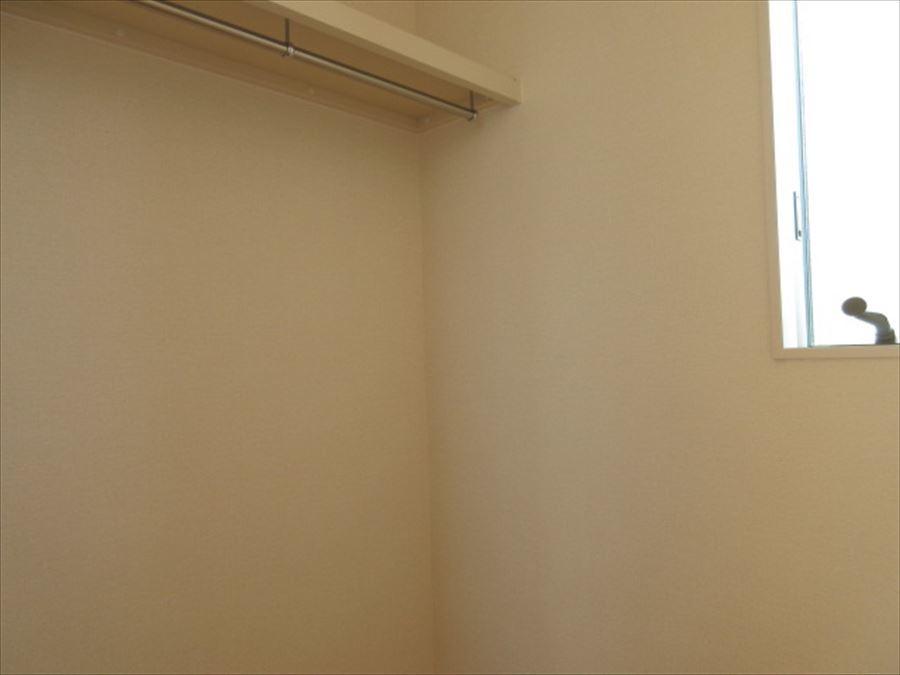 2階の2部屋には嬉しいウォークインクローゼット付き!シワになりやすい服もかけて収納できちゃいます◎