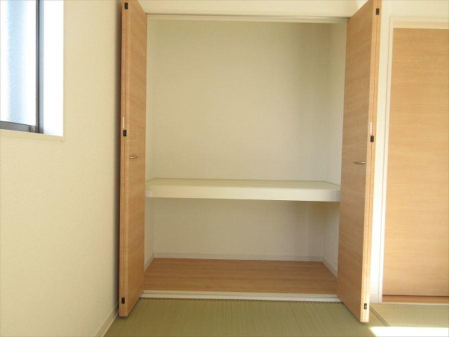 和室の収納スペース。お客様用のお布団や座布団を入れておいても◎