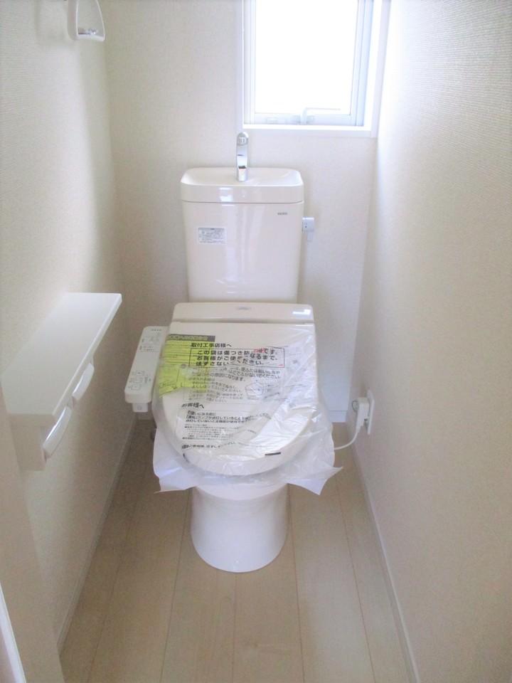 トイレはウォシュレット機能付で清潔・快適