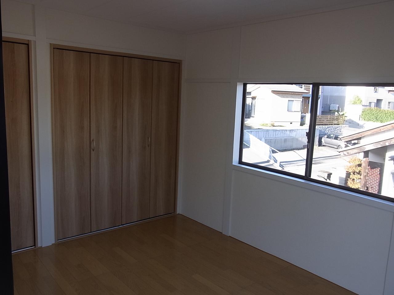 2Fの洋室です。 クローゼットも広く有効に活用できます!