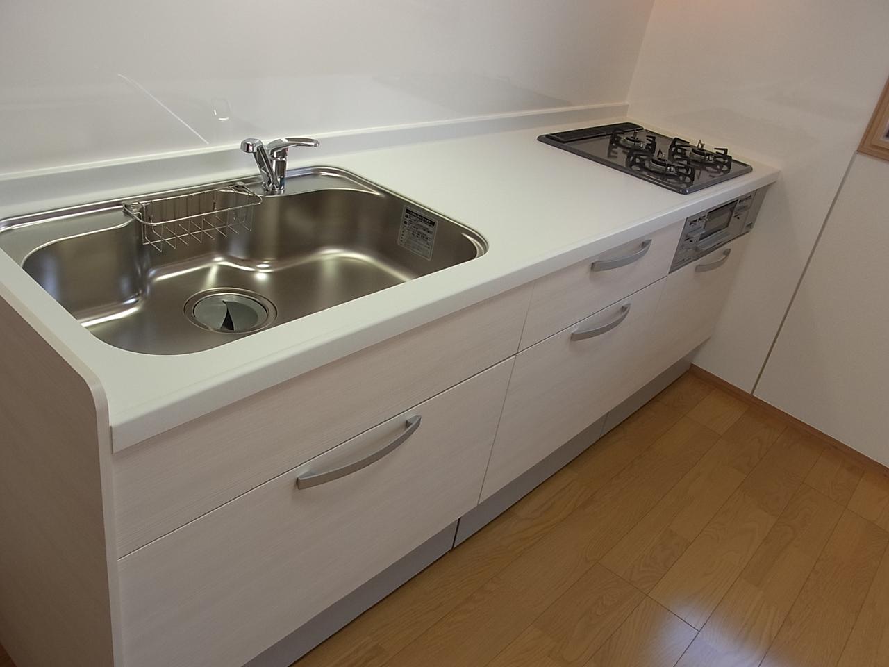 システムキッチンも新品ピカピカで、お料理も楽しめそうですね!