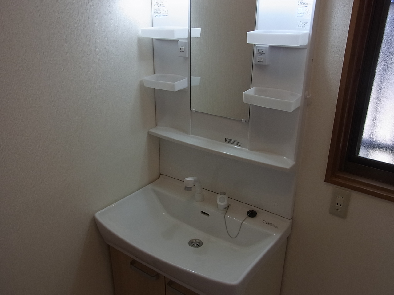 洗面台も新品です。毎朝の身支度も引き締まりそうですね!