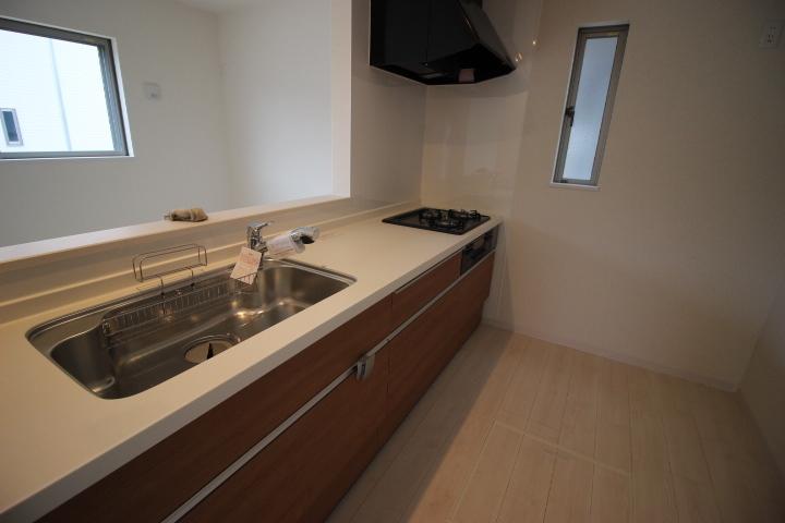 ゆったりシンクのキッチンはフライパンやお鍋もらくらく洗えます