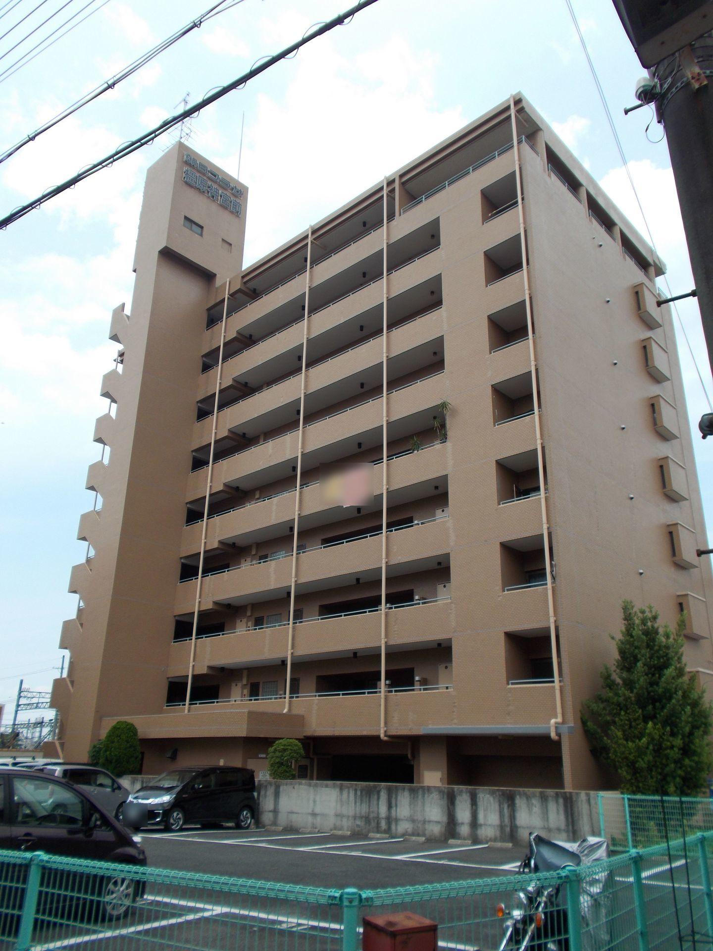 【外観写真】 橿原神宮前駅まで徒歩2分。 大阪方面への通勤も便利な立地です。 小学校・幼稚園・スーパーも全て徒歩8分以内。 お車が無くても不便はありません。