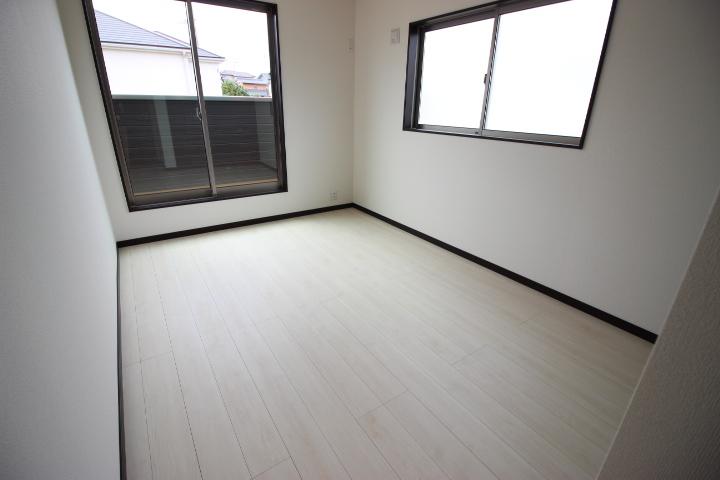 2階6.5畳洋室  バルコニーに出入りができます