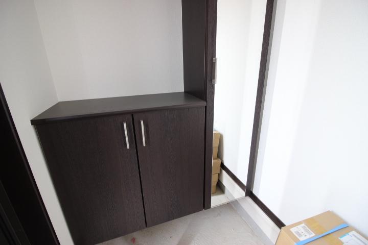 下駄箱があるので玄関がすっきり片付きますね