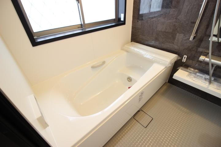 ゆったりと落ち着いた浴室で一日に疲れを癒してください