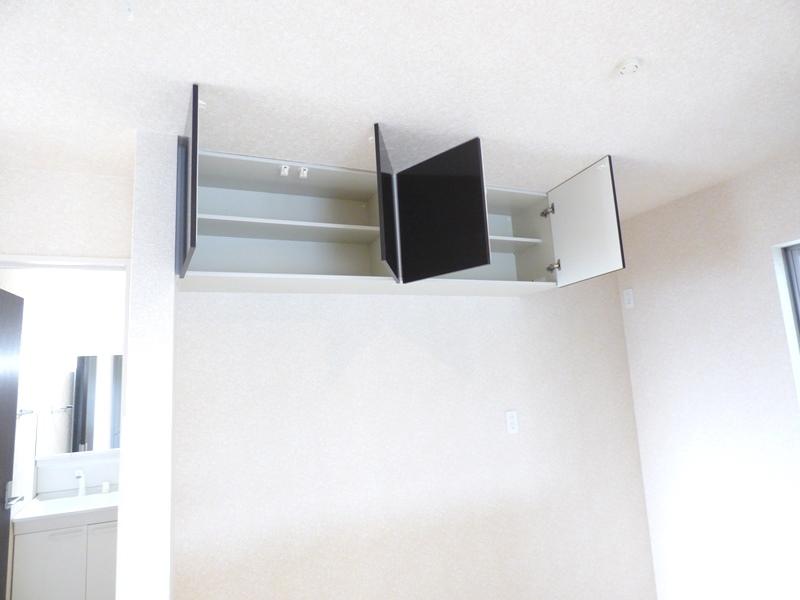 キッチン背面吊戸棚