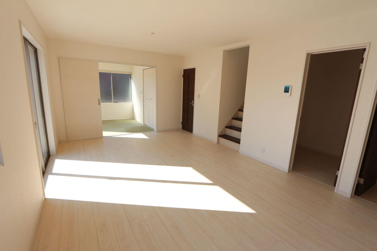 LDKと和室を合わせて22.5帖の大きなお部屋です。 お友達を誘ってホームパーティーなど いかがでしょうか?