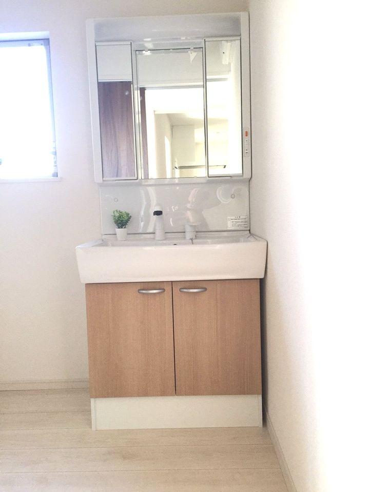 ▼シャワー付きの洗面化粧台が朝の身支度に大変便利です♪