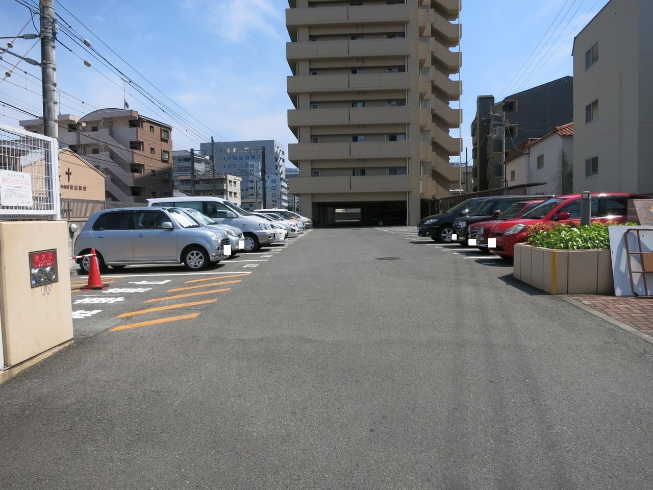 平面駐車場65台