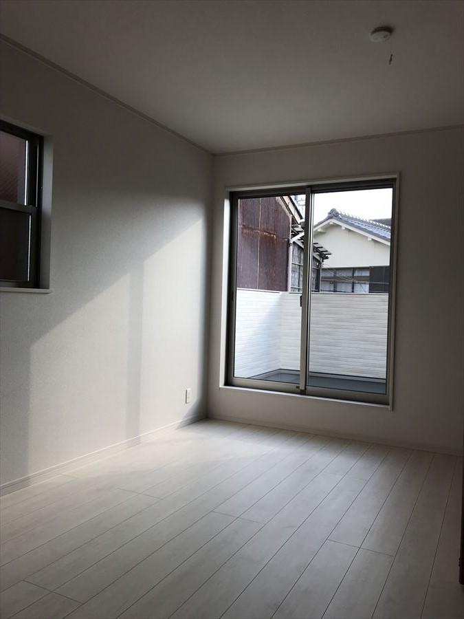 2階には洋室が3部屋!様々な用途でお使いいただけます◎主寝室、お子さま部屋、趣味部屋など自分だけの空間を楽しんでください♪