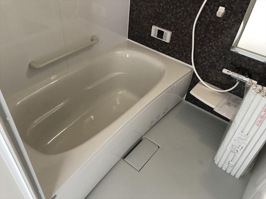 なめらかでお洒落な浴室。高級感漂います♪居心地のいい場所になること間違いなしです!