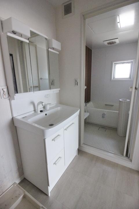 LDKから繋がる洗面所は、水回りがまとまった間取りです。