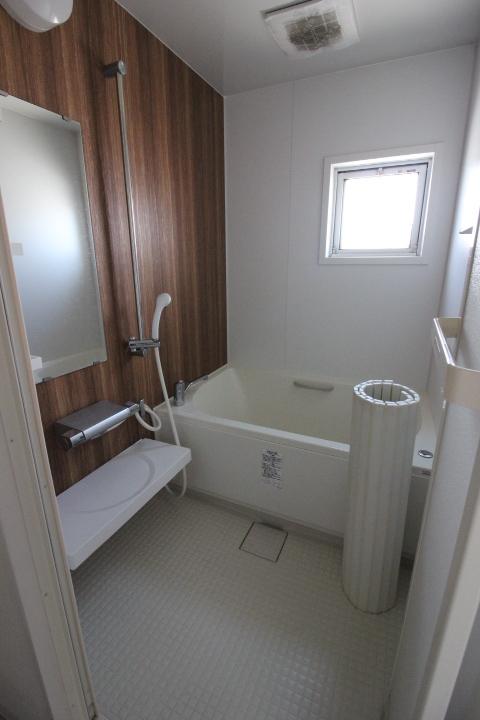 窓のある浴室なので、しっかり換気もできます!