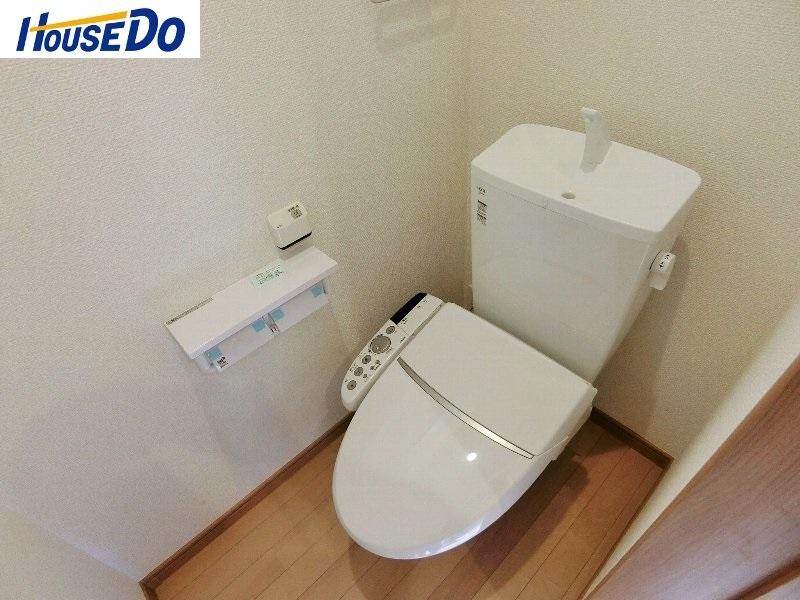 1階2階どちらにも節水省エネ仕様のシャワートイレ付き