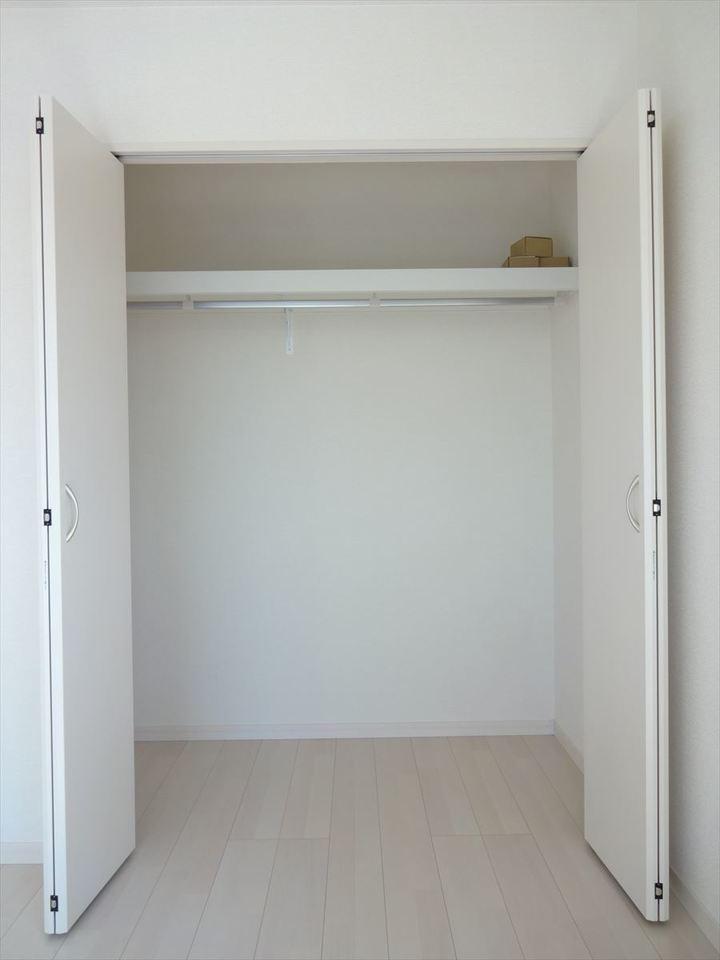 収納完備のお部屋はスッキリと片付きます。