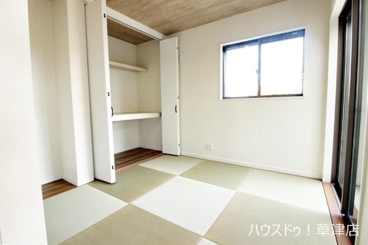 リビングに隣接した和室でくつろげる空間をお楽しみください