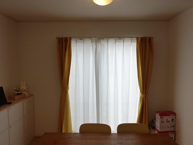 南向きのリビングは光が差し込み、暖かい空間。和室とも繋がっていますので、扉を開けて広々と使ってもいいですね♪