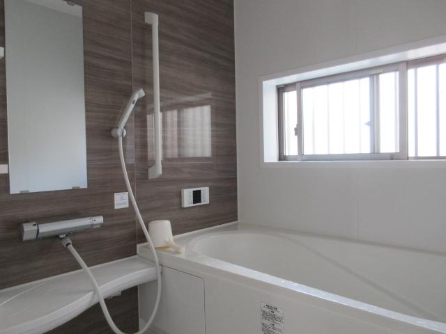 2階には洋室が3部屋。全て南向きです♪主寝室、お子様のお部屋、趣味のお部屋などに使うのはいかがでしょうか(^^)